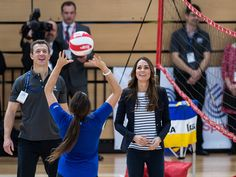 Duchess Kate plays volleyball in platform wedges(i want those shoes hehe I <3 them), shows off physique..Finally see here after like being in hiding.I like this woman she is SO normal...Diana would of LOVED her...