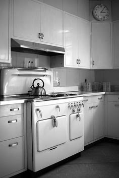 Chambers stove.  The 40's and 50's had so much style.  Dream kitchen, some day.  Swoon.