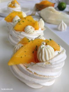 Mini Pavlova, Meringue Pavlova, Mini Desserts, Easy Desserts, Vegan Pastries, Sugar Love, Dessert Aux Fruits, Muffins, Brunch