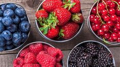 - 9 Nutritious Superfoods to Build Muscle & Strength HERBS AND OILS 9 Amazing Health Benefits of Berries - Diet and Nutrition Center . Benefits Of Berries, Dieet Plan, Whole Food Recipes, Healthy Recipes, Healthy Foods, Diet Foods, Berry Juice, Healthy Living Magazine, Diet And Nutrition
