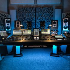 Avid redefines mixing once again with the all-new Avid control surface. Music Studio Decor, Home Recording Studio Setup, Home Studio Setup, Home Studio Music, Audio Studio, Sound Studio, Home Music Rooms, Deco Studio, Audio Room