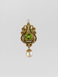 Brooch Marcus and Co.  (American, New York, 1892–ca. 1962)  Date:     ca. 1900 Geography:     Mid-Atlantic, New York, New York, United States Culture:     American Medium:     Gold, peridot, diamonds, pearls, and enamel