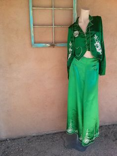 Vintage 1930s Pajamas Emerald Green Beach Lounging Embroidered Asian Dragon W25 3 Pc 2014583 - pinned by pin4etsy.com
