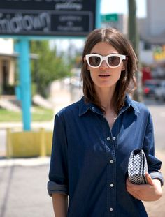 Vogue Mode: Trends, Fashion-News, Star-Looks und Accessoires - Vogue. White Sunglasses, Sunglasses Online, Clear Sunglasses, Oakley Sunglasses, Vogue, Double Denim, Fashion Advice, Fashion Bloggers, Her Style