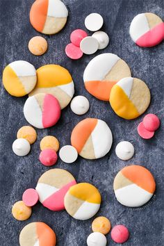 Easy spring cookie decorating idea: dip sugar cookies in colored candy coating for a trendy colorblock effect.