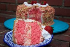 Strawberry Shortcake Cheese Cake {Bakeolution, Ice Cream Truck Edition} – Notes From a Messy Kitchen Strawberry Crunch Cake, Strawberry Shortcake Cheesecake, Homemade Strawberry Shortcake, Vanilla Bean Cheesecake, Strawberry Dessert Recipes, Cheesecake Recipes, Cheesecake Cake, Homemade Cheesecake, Sweets Recipes
