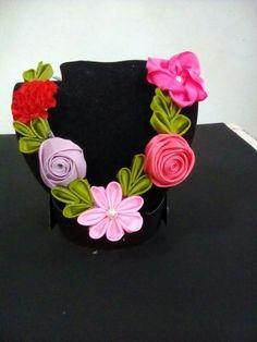 Collar de flores de liston