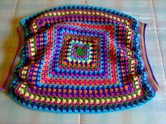 Bolso Balón 1ª parte. Striped Bag – Buscando Comienzos Free Crochet Bag, Crochet Art, Crochet Motif, Easy Crochet, Crochet Patterns, Things To Make With Yarn, Granny Square Bag, Striped Bags, Crochet Handbags