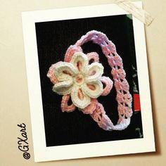 A crochet FlOwEr HeadBaNd for the little gilrs 💫