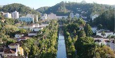 Av. Koeller, centro de Petrópolis, RJ. Vista da Catedral Metropolitana.