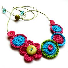 Beautiful Crochet Necklace Patterns and Designs Crochet Necklace Pattern, Crochet Bracelet, Crochet Earrings, Crochet Jewellery, Love Crochet, Beautiful Crochet, Crochet Flowers, Simple Crochet, Crochet Crafts