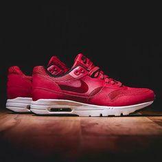 Nike Air Max 1 Essential Black Gym Red
