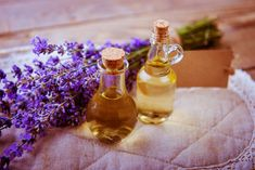 Remedies For Water Retention Lavender Hair Oil benefits, home remedies Cracked Corners Of Mouth, Lavender Oil For Hair, Natural Skin Tightening, Water Retention Remedies, Chamomile Oil, Oil Benefits, Health Benefits, Aloe Vera Gel, Natural Home Remedies