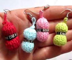 Mini pelote de laine au tricot - tutoriel en vidéo - (voir différents modèles dans Tricot + Bijoux + Objets pratiques + scrap Mode)