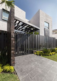 Cement Fence Cost Casa Sorteo Tec No By Arq Bernardo Hinojosa Architecture How To Build Wire Wooden Step Horizontal Wood Designs Modern Designmodern Ideas Cheap - Estate Residential Solid Wall Fencing Garden Modern Entrance, Modern Fence, Entrance Gates, Modern Gates, Modern Garage, Sloped Yard, Design Exterior, Facade House, Gate House