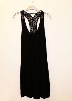 A vendre sur #vintedfrance ! http://www.vinted.fr/mode-femmes/petites-robes-noires/19975528-robe-noire-rouge-gorge
