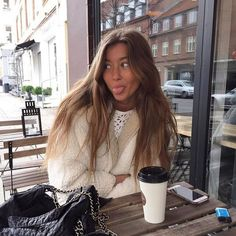 Imagen de black, fashion, and modern Brown Blonde Hair, Brunette Hair, Blonde Honey, Honey Balayage, Brunette Color, Brown Balayage, Hair Inspo, Hair Inspiration, Aesthetic Hair