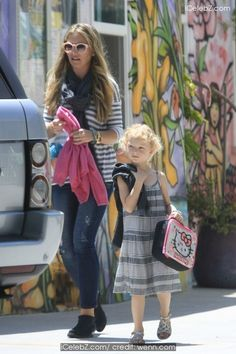 Rebecca Gayheart  on the school run picking up daughter Billie Beatrice Dane http://icelebz.com/events/rebecca_gayheart_on_the_school_run_picking_up_daughter_billie_beatrice_dane/photo1.html