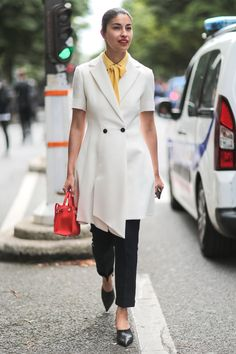 Caroline Issa kept it simple in monochrome with two pops of bright colour.   - HarpersBAZAAR.co.uk