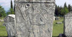 Stecci sind mittelalterliche Grabsteine einzigartigen Aussehens, die nur im Balkanraum vorkommen. Sie entstanden zwischen dem 11. und 15. Ja...