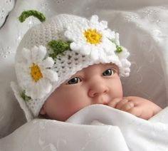 Papatya çiçeği desenli el örgüsü çocuk atkı bere modeli