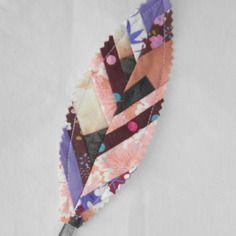 Marque-page plume patchwork marron et rose