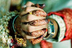 58 Ideas For Wedding Photography Indian Desi Bride Hindus Indian Wedding Couple Photography, Indian Wedding Photos, Wedding Photography Poses, Wedding Poses, Wedding Shoot, Wedding Couples, Bride Indian, Indian Weddings, Indian Groom