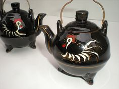 Vintage Rooster Teapots. Hand Painted 1950s I have these!