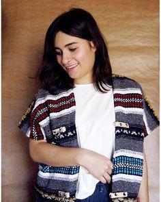 Ya se fue este gabán  tejido en taller de Artesanías San Rober e intervenido por Guadalupe y Miguel Percino. ¡La próxima semana tendremos nuevas cosas en nuestra tienda en línea!  #telar #loom #unisex #textures #texturas #textil #textile #modaetica #ethicalfashion #revoluciondelamoda #fashionrevolution #fairtrade #comerciojusto #fairtradefashion #consumelocal #compralocal #buylocal #mexico #oficio #craft #Tlaxcala #nogender
