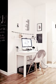 Nice bright workspace corner with minimalistic use of contrast.