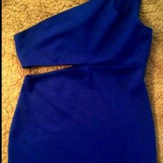 💙Royal Blue💙Cutout Body-Con Dress/by Jump Girl Royal Blue dress by Jump Girl worn once, like new sz Large💙please submit all offers via offer button thanks💙mid thigh length💙Last pic is a stock pic in red💙Bundle💙offer button preferred on all offers💙Thank You💋 Jump Girl Dresses Midi