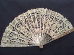 Fan, ca 1900. Lace