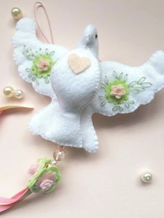 Christmas Wreaths, Xmas, Christmas Ornaments, Needle Felting, Sewing Crafts, Dinosaur Stuffed Animal, Arts And Crafts, Easter, Wool