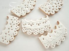Learn how to make beautiful eyelet lace cookies in this tutorial from SweetAmbs.