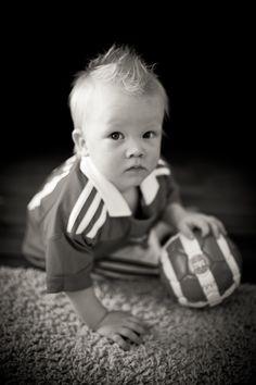 Football and little boys. Pikkupojatkin pitävät jalkapallosta :)