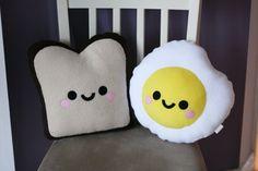 Fried Egg Plush Pillow Food Cute por hannahdoodle en Etsy