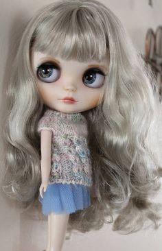 Sweet Misty is a factory Blythe doll and these are her customisations, : Face carved, sanded and new makeup using artist pastels and mica powders sealed between layers of MSC with a final coat of MSC UV cut. : New eye chips, including 1 x hand painted , 1 x by dragonmels , I