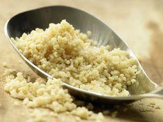 Couscous (Grundrezept) als Beilage zu Fisch, Geflügel oder Fleisch: ausgesprochen nahrhaft, dabei fett- & cholesterinarm, leicht verdaulich, lecker.
