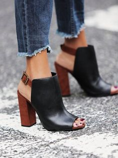 Spring Fashion + Street Style Trend: Frayed denim hems I have the shoes. Give me the frayed denim. #sexyshoes