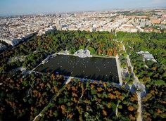Seriously if you get the chance to go to Madrid, this park should be on your list of to-dos Foto Madrid, Most Beautiful Cities, During The Summer, World Heritage Sites, Aerial View, Amazing Gardens, Land Scape, Travel Pictures, The Good Place
