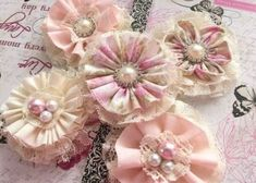 5 shabby chic lace and fabric handmade flowers by PinKyJubb Fabric Flower Brooch, Fabric Flower Tutorial, Fabric Roses, Fabric Ribbon, Lace Fabric, Lace Ribbon, Cloth Flowers, Burlap Flowers, Diy Flowers
