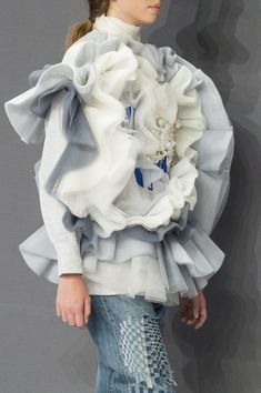 Viktor & Rolf at Couture Fall 2016 - Details Runway Photos Couture Fashion, Fashion Art, Fashion Show, Fashion Design, Textiles, Victor And Rolf, Fashion Forecasting, Recycled Fashion, Pattern Cutting