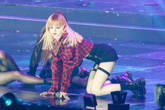 Your source of news on YG's current biggest girl group, BLACKPINK! Please do not edit or remove the. Lisa Bp, Jennie Blackpink, Thai Princess, Estilo Indie, Black Pink Kpop, Blackpink Photos, Blackpink Fashion, Blackpink Jisoo, Stage Outfits