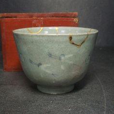 Real old Japanese KODA blue porcelain ware tea bowl with golden repair inlay