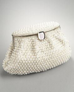 little pearl clutch; had to pin it since pearls are my all-time favorite. Pearl Love, Pearl And Lace, Beaded Purses, Beaded Bags, Vintage Purses, Vintage Pearls, Womens Purses, Beautiful Bags, Clutch Purse