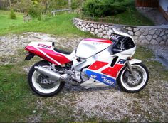 1989 Yamaha FZR 1000