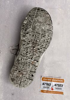 The Print Ad titled New York Marathon was done by Contrapunto BBDO Barcelona advertising agency for product: Reflex Spray (brand: Reflex) in Spain. New York Marathon, Berlin Marathon, Creative Advertising, Print Advertising, Advertising Campaign, Sports Advertising, Email Campaign, Marathon Posters, Sport Mode