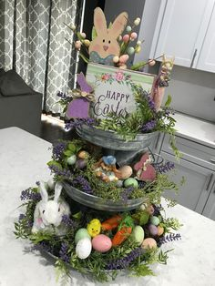 DIY Easter Decorations ideas that are happy & hopeful DIY Ostern Dekorationen Ostern Party, Diy Ostern, Easter Crafts, Holiday Crafts, Holiday Fun, Diy Easter Decorations, Easter Centerpiece, Decorating For Easter, Decorating Ideas
