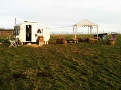 Bessie, the Cheltenham Fawn caravan.