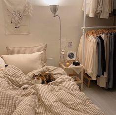 Room Design Bedroom, Small Room Bedroom, Room Ideas Bedroom, Bedroom Decor, Bedroom Inspo, Study Room Decor, Korean Bedroom Ideas, Beige Room, Minimalist Room